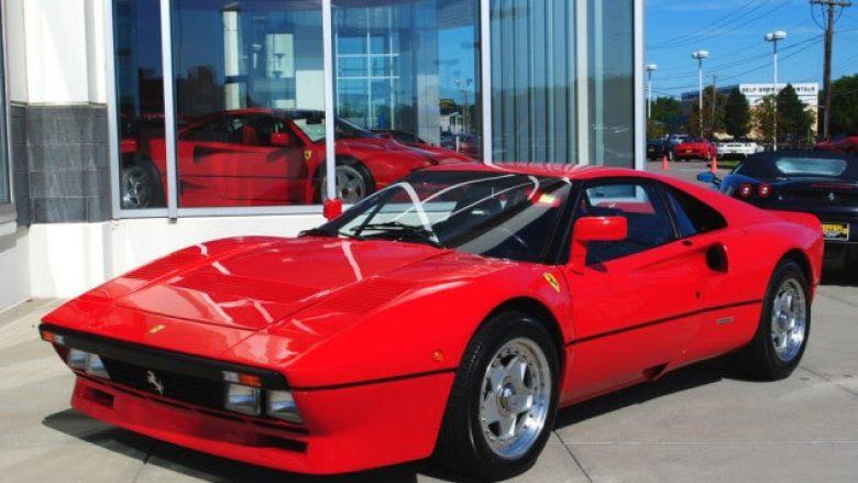 Paraqitet si blerës, vjedh Ferrarin në Gjermani