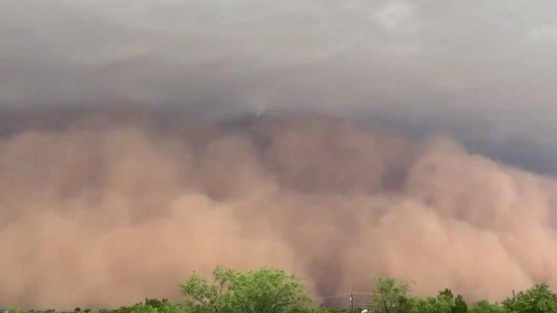 """Stuhia e rërës """"gëlltit"""" një qytet të tërë në Teksas (Video)"""