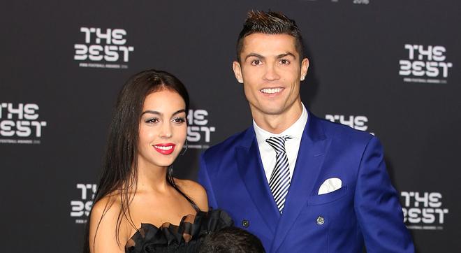 Cristiano Ronaldo nis pushimet me partneren dhe fëmijët