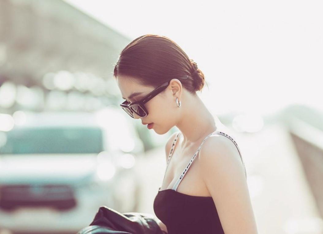 Kjo është modelja nga Vietnami që rrezikon të dënohet rëndë për veshjen e saj