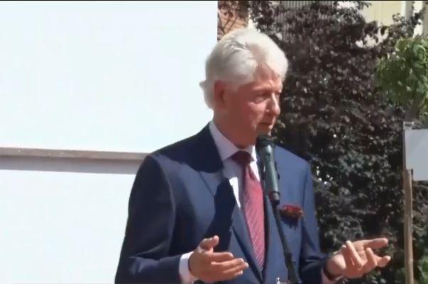 """Zbulohet pllaka në bulevardin """"Bill Clinton"""": Kjo është dhuratë shumë e çmuar për mua"""
