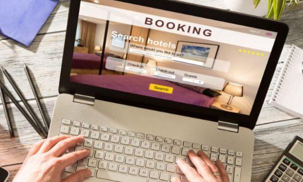 Rezervuan online hotelin luksoz me pamje nga deti, u shokuan kur shkuan për pushime