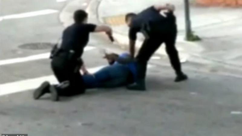 Duke tentuar të arrestojnë një person, policët qëllojnë njëri-tjetrin (Video)