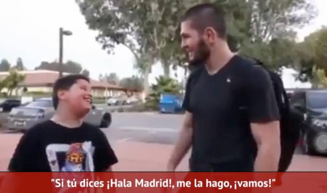 Khabib refuzoi të bënte fotografi me tifozin e Barcelonës derisa të thoshte 'Hala Madrid'