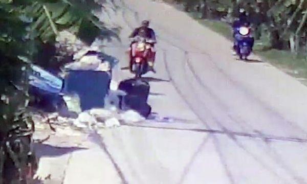 Lind foshnjën në apartament, disa minuta më vonë e braktis në kontejnerin e mbeturinave (Video)