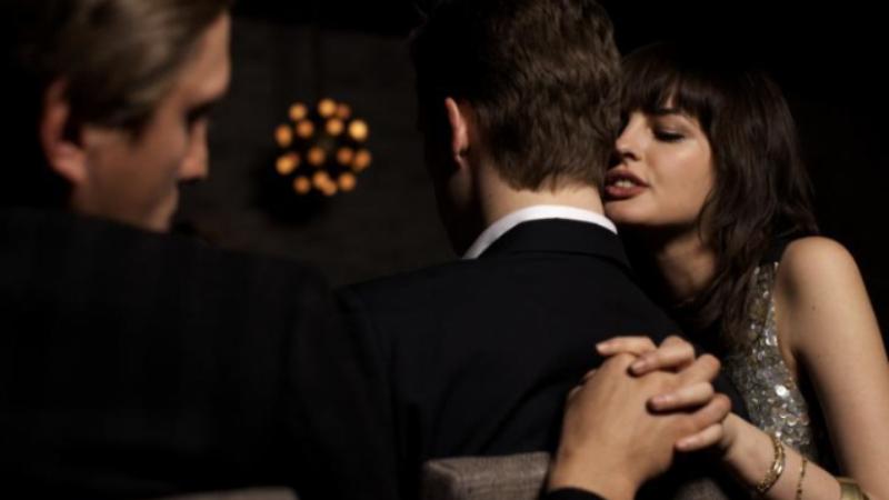 Përse burrat zënë dashnore edhe kur kanë gra apo të dashura?