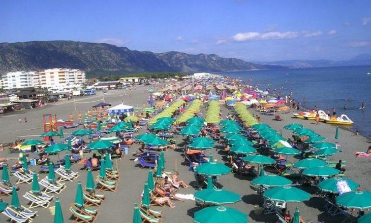 Çifti nga Kosova rrezikuan të mbyteshin në plazhin e Velipojës