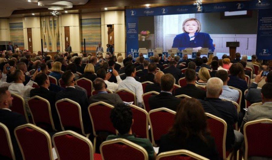 Hillary Clinton: SHBA-ja do të vazhdojë mbështetjen për Kosovën