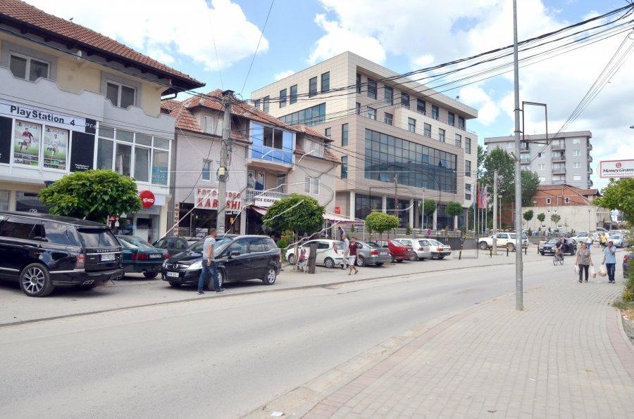 Komuna e Skenderajt paguan 6 edukatore serbe, Mitrovica e Vushtrria asnjë