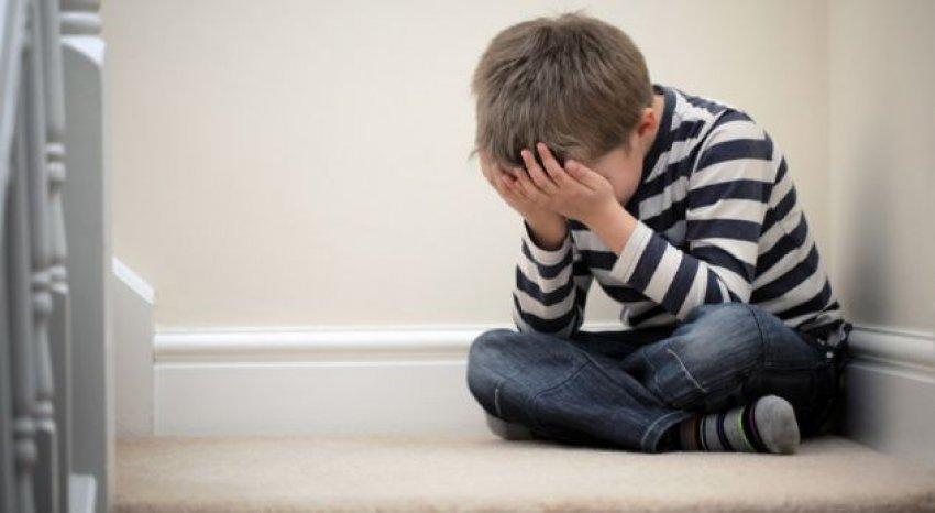 Si bartet te fëmijët trauma nga nëna-viktimë e dhunës seksuale
