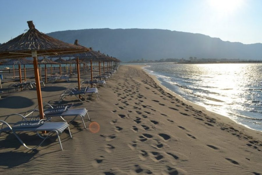 Vdes një kosovar në plazhin e Velipojës