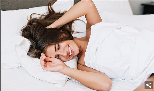 Hulumtimi zbulon sa kohë u duhet grave për të arritur orgazmën në shtrat