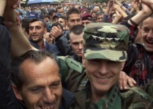 Edhe Wesley Clark merr pjesë në festën e çlirimit të Kosovës