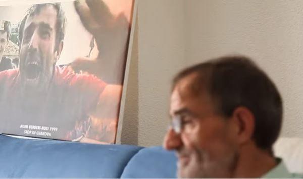 Takimi me ushtarët e KFOR'it, historia e dhimbshme e gjakovarit (VIDEO)