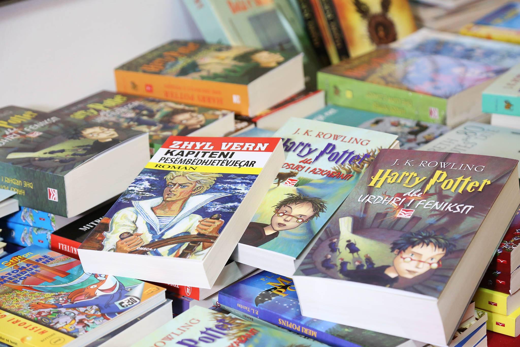 Librat e verës për fëmijët: Këta janë titujt që rekomandohen për t'u lexuar