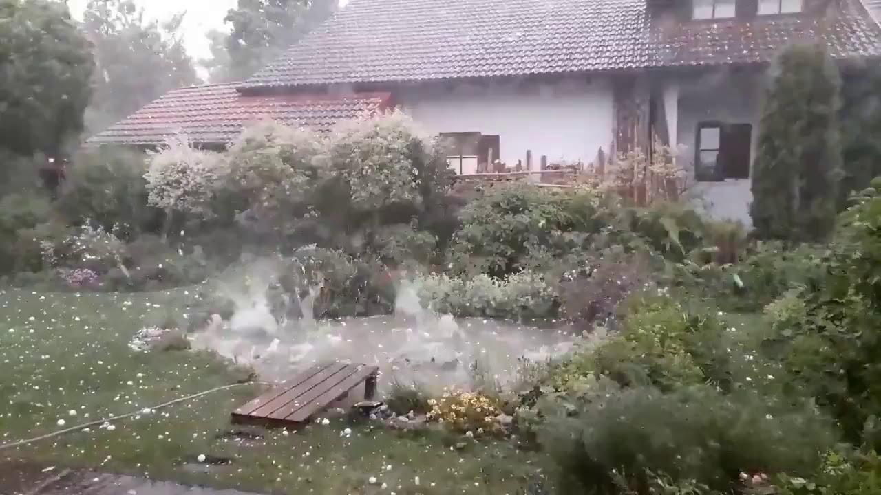 Breshëri sa topat e golfit thyen makinat dhe shkatërron shtëpitë në Gjermani (Video)