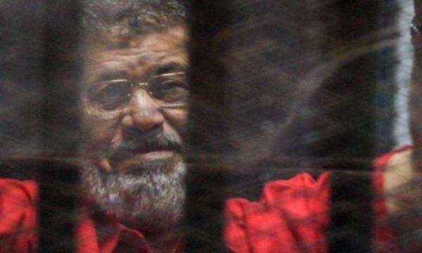 Varroset Morsi vetëm në prani të familjarëve