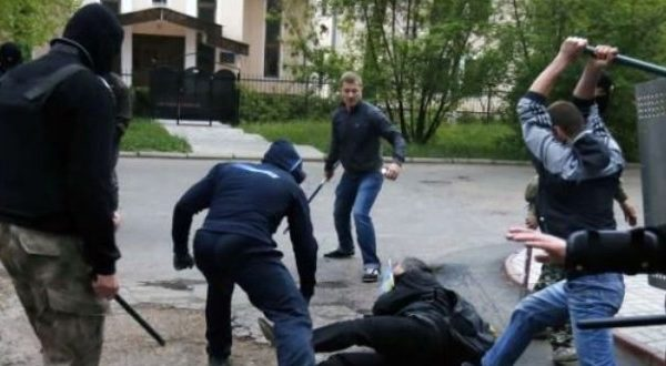 Përleshje masive në St.Gallen, tre kosovarë përplasen me 8 zviceran