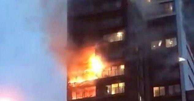 Zjarr i madh në një ndërtesë në Elbasan, banorët bllokohen nga brenda