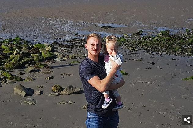 Shkaku i komenteve negative në Facebook, babai i ri ia mori vetes jetën, duke lënë vajzën dyveçare jetime