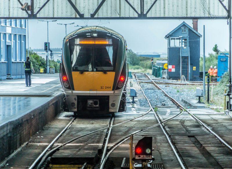 Foshnja e porsalindur në tren fiton udhëtime falas për 25 vite