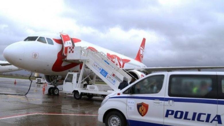 Riatdhesohen nga Franca 60 shqiptarë, Voda: Kërkimi i azilit ju penalizon