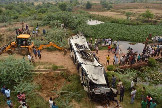 Përplaset autobusi në Indi, 29 të vdekur