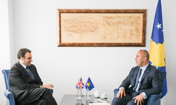 Haradinaj pret një delegacion nga Britania e Madhe