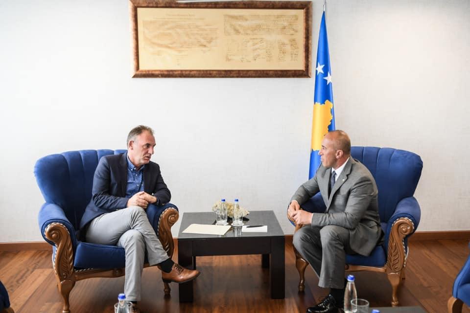 Pas përplasjeve NISMA-AAK, Haradinaj e pret në zyrë Fatmir Limajn