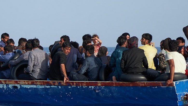 Fundoset një anije në Detin Mesdhe, nuk dihet fati i 150 emigrantëve që ndodheshin në të