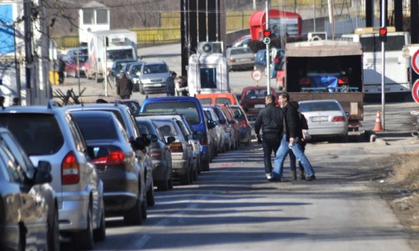 Detaje nga rasti i 9 vjeçares që u kap nga policia serbe në bagazhin e veturës