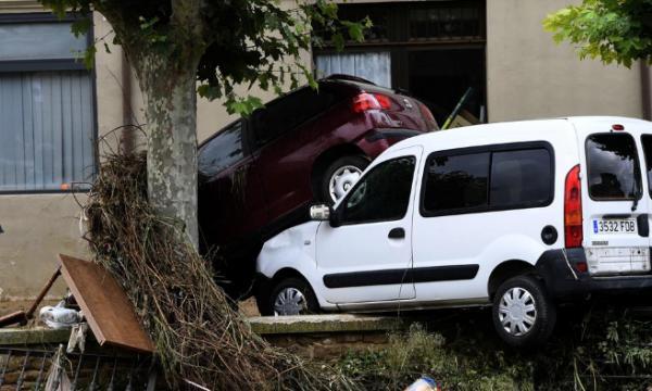Spanja goditet nga vërshimet, humb jetë një person