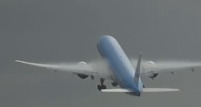 Rrëzohet aeroplani, nëntë persona vdesin
