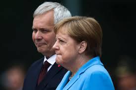 Angela Merkel dridhet për herë të tretë- VIDEO