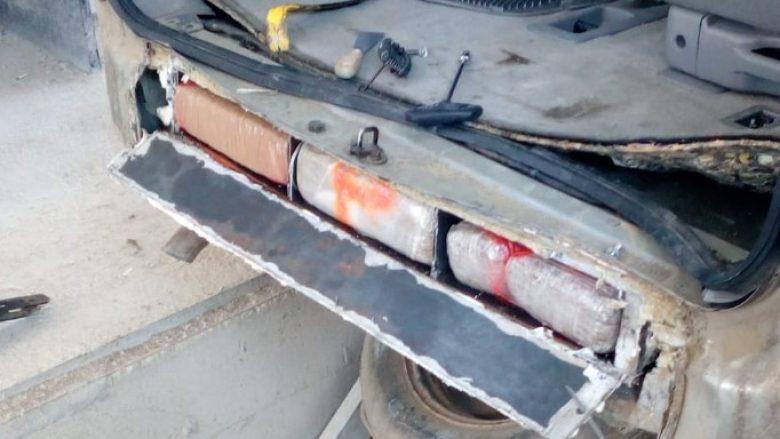 Kishte modifikuar shasinë e makinës, kapet shqiptari me 72 kg drogë në Qafë Botë