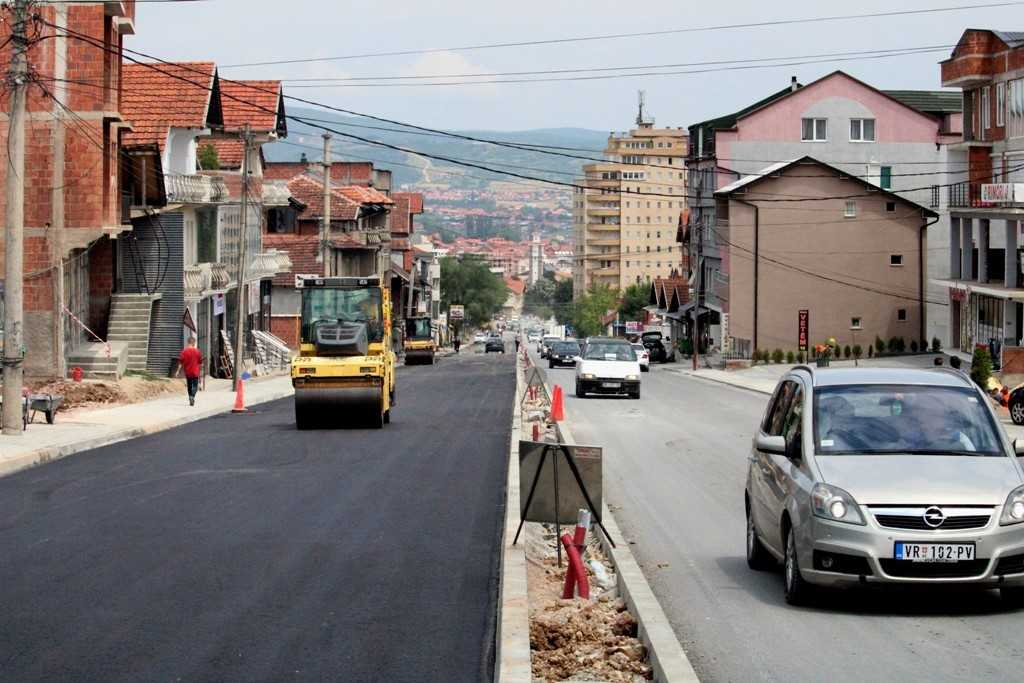 Asfaltohet rruga katër korsi Gjilan – Livoç
