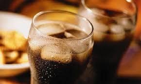 Pijet e gazuara rrisin rrezikun për kancer