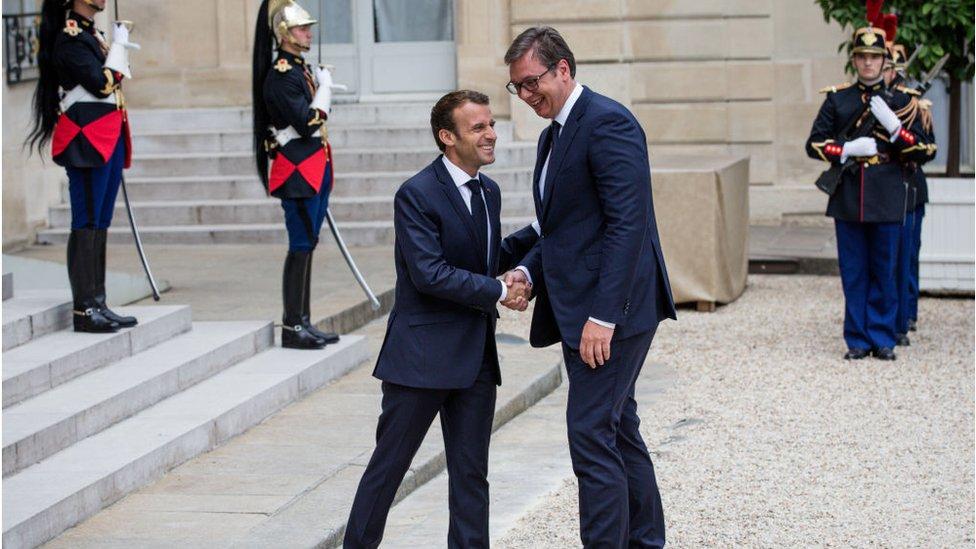 Çfarë nuk duhet pritur nga vizita e Macron në Beograd?