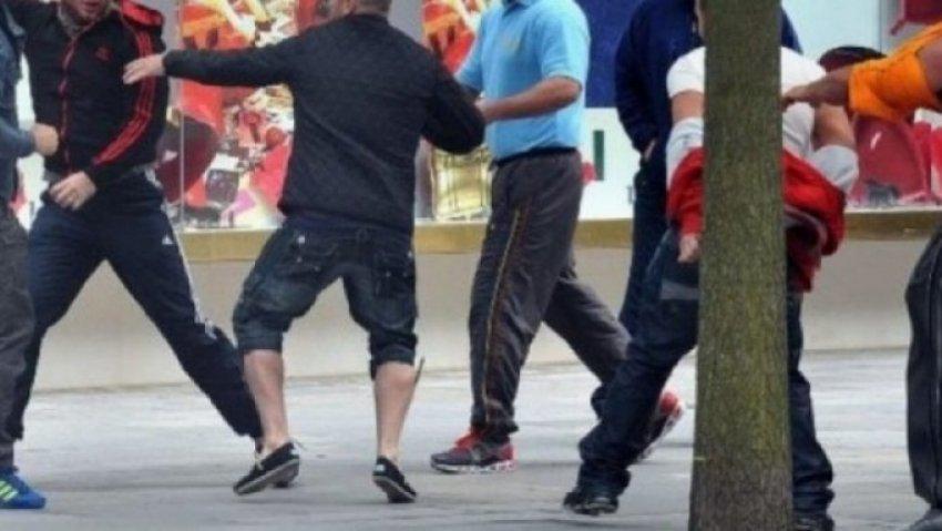Si në filma, rrahje masive në Gjakovë