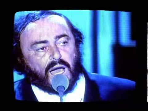 Grupi U2 dhe Luciano Pavarotti me këngën 'Miss Sarajevo' i bën jehonë luftës së Bosnjës (VIDEO)