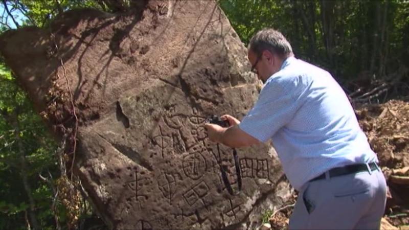 Në Mirditë zbulohen heroglife në gur, dyshohet se janë shekullorë