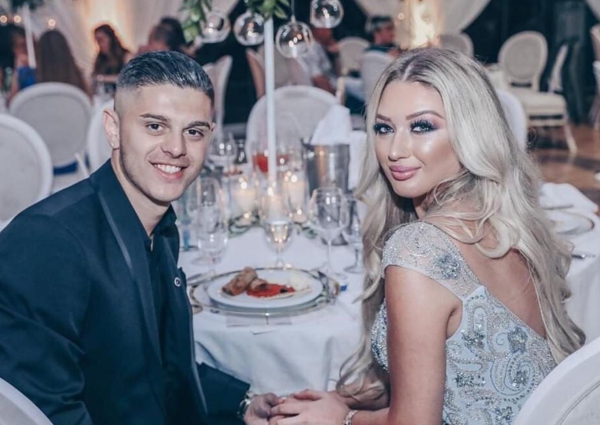 Milot Rashica publikon foto të fejuarës