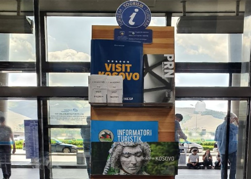 """MTI promovon turizmin në Aeroportin """"Adem Jashari"""""""