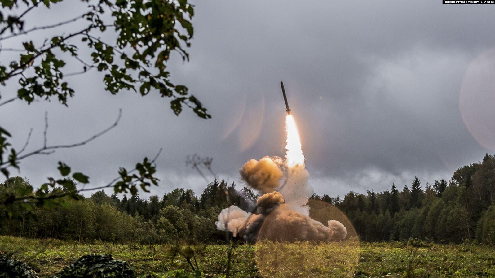 SHBA-ja dhe Rusia lënë Traktatin Bërthamor, frikë për garë të re armësh