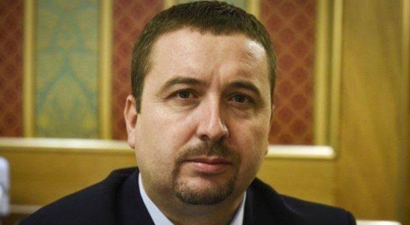 Këshilltari i Kadri Veselit propozon shefin e tij për Kryeministër