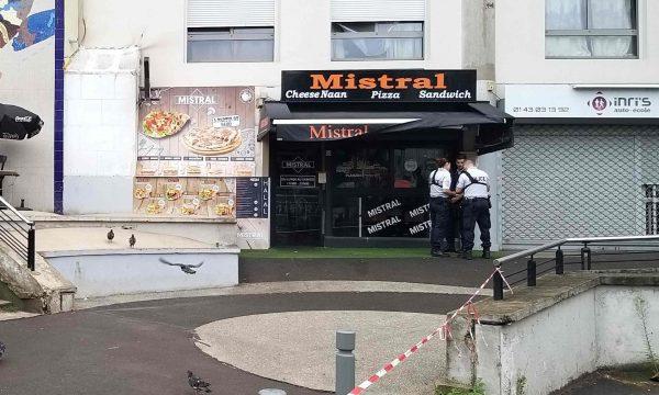 Ia vonoi sanduiçin, klienti vret kamerierin në Paris