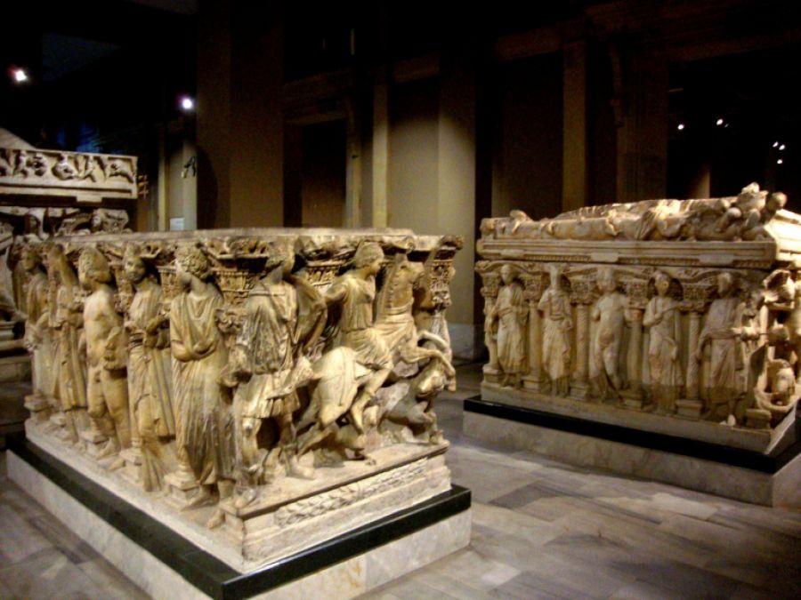 Sarkofagu i Meleagrit, fatkeqësisht, ky thesar, nuk ndodhet në Shqipëri, por në Turqi