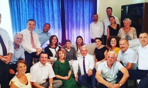 Adem Mikullovci nuk ishte sot në Kuvend, kolegët e vizitojnë në shtëpi