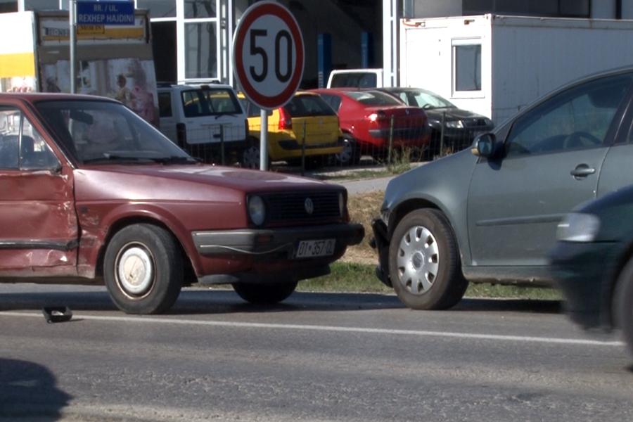 Përfshihen tri vetura në aksident trafiku në Bardhosh