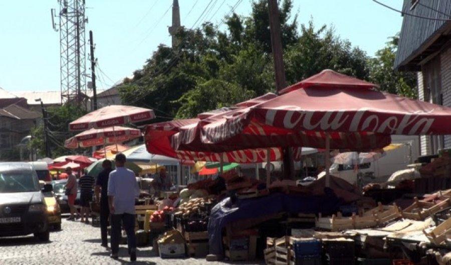 Produktet ushqimore të ekspozuara në diell në Prishtinë rrezikojnë shëndetin e konsumatorëve